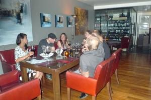 Familj och goda vänner på OPUS Wine Bar