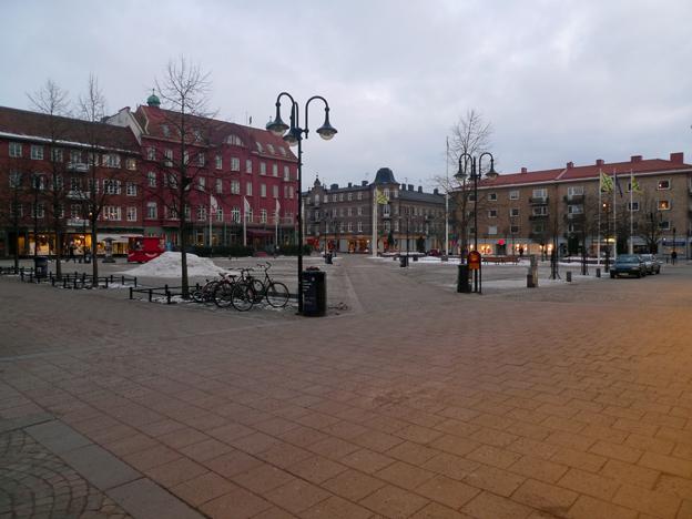 Folkliv på Stortorget i Hässleholm.