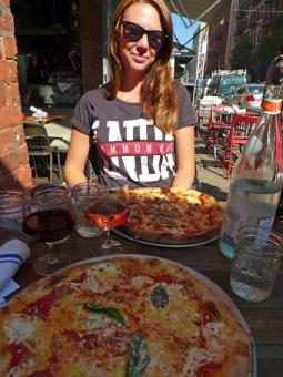 En pizza till lunch i Little Italy