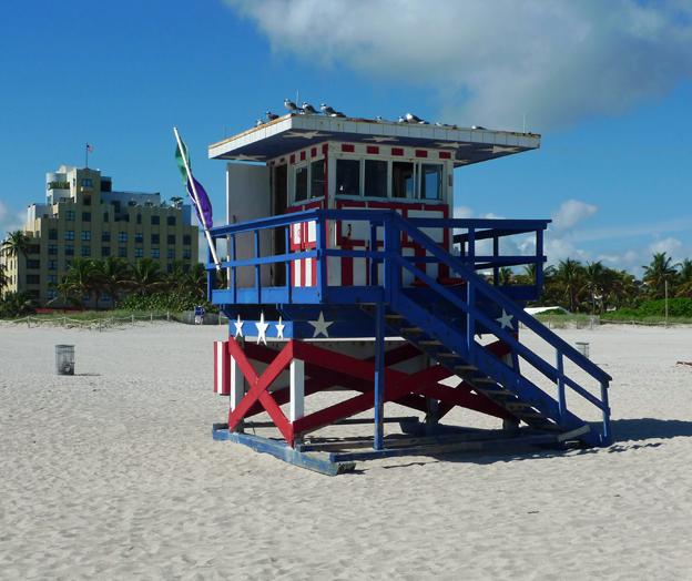 """Ett """"lifeguardtorn"""" i höjd med 14th Street, Miami Beach South."""
