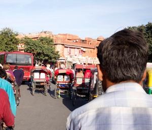Man kan åka cykelriksha också. Här i Jaipur.