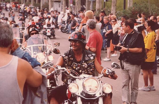 Mer eller mindre galna människor finns det gått om när det drar ihop sig till Harley-möte.