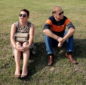 Min fru Berit tillsammans med min bror Gert. Bilden tagen utanför Hua-Hin Vineyards i Thailand 2016.